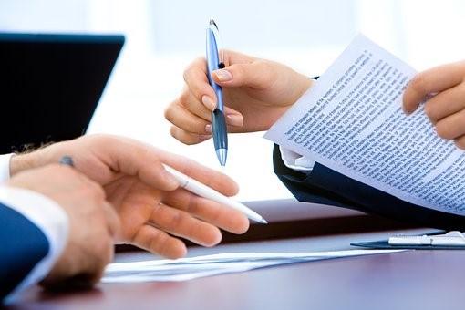Firma de contratos de subrogación