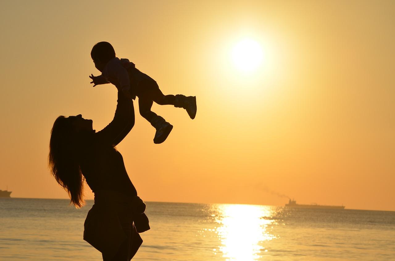 ¿Cómo afecta la subrogación al niño? Madre e hijo