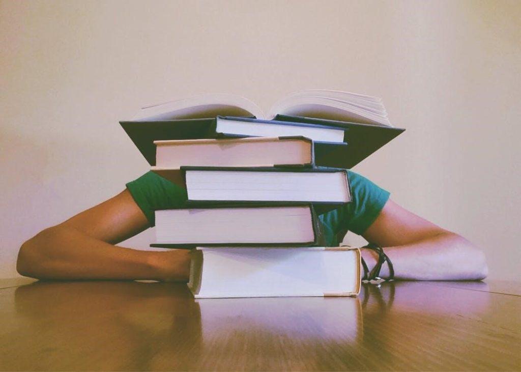 Conviértete en una madre sustituta - mujer y libros