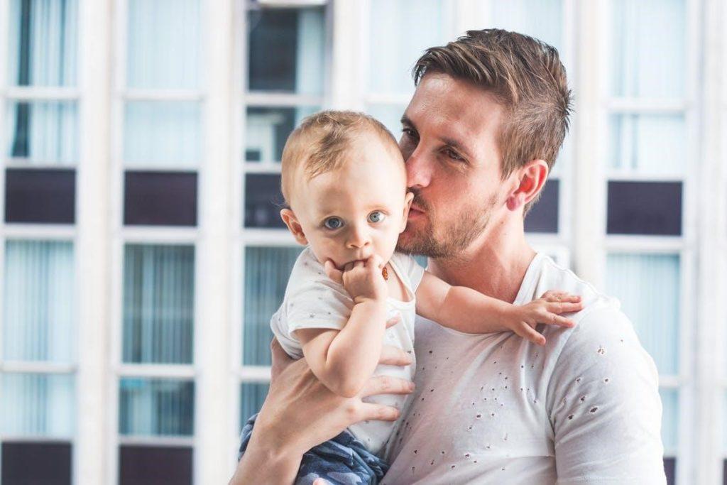 Subrogación en la República Checa - Padre con bebé sustituto